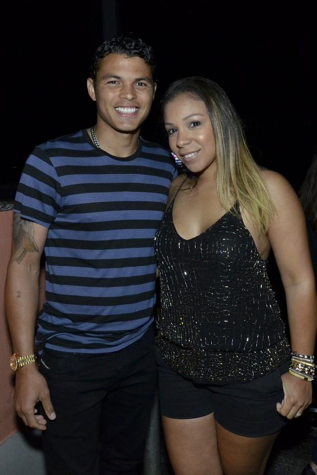 Thiago Silva e a mulher (Foto: Léo Marinho / AgNews)
