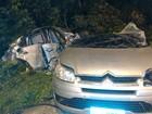 Acidente deixa carro partido ao meio e mata três pessoas em Guarujá, SP
