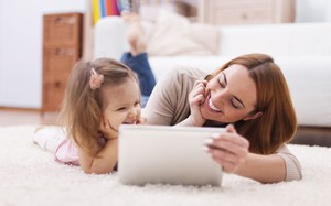 Tablet, smartphone: como ajudar seu filho a usar a tecnologia como aliada do desenvolvimento Bibi Calçados Minha Vida Anda