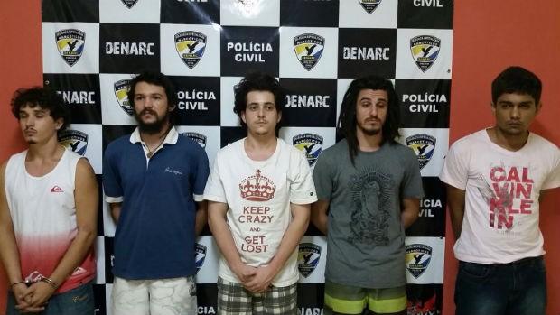 Suspeitos foram presos em flagrante e vão responder pelo crime de tráfico de drogas (Foto: Divulgação/Denarc)