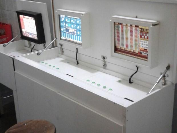 Máquinas caça-nível encontradas em comércio na cidade de Cabreúva (Foto: GM\ Divulgação)