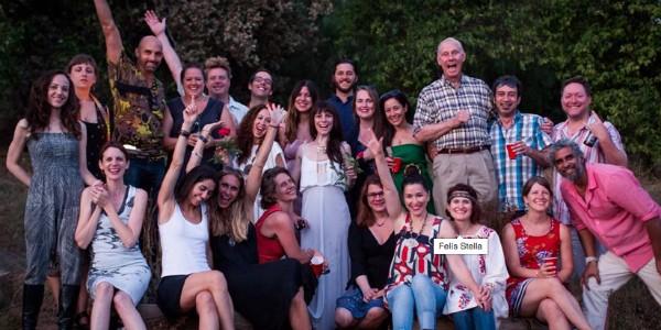 Amigos de Betsy Davis reunidos na despedida da artista, que optou pelo suicídio assistido (Foto: Reprodução/Facebook/Niels Alpert)