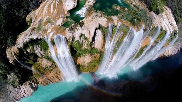 Imagem campeã em popularidade do concurso de fotos tiradas por drones, promovido pelo site 'Dronestagram', mostra uma queda d'água de Tamul, no México.. (Foto: Divulgação/Dronestagram)