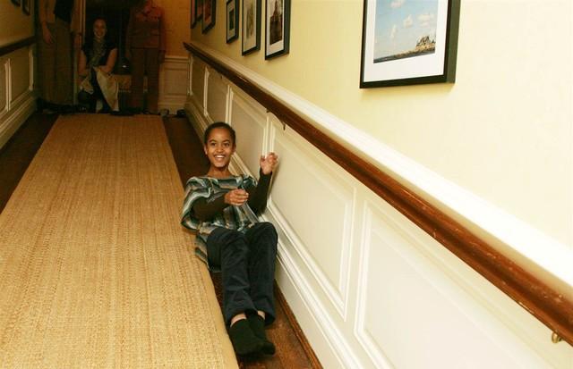 Irmãs Obama se divertindo em primeira visita à Casa Branca (Foto: reprodução)