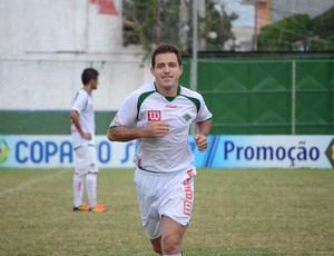 Ramon marcou pela primeira vez com a camisa da Cabofriense (Foto: Léo Borges)