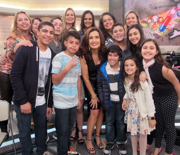 Plateia tira foto com a Fátima depois do programa  (Foto: Juliana Hippert/Gshow)