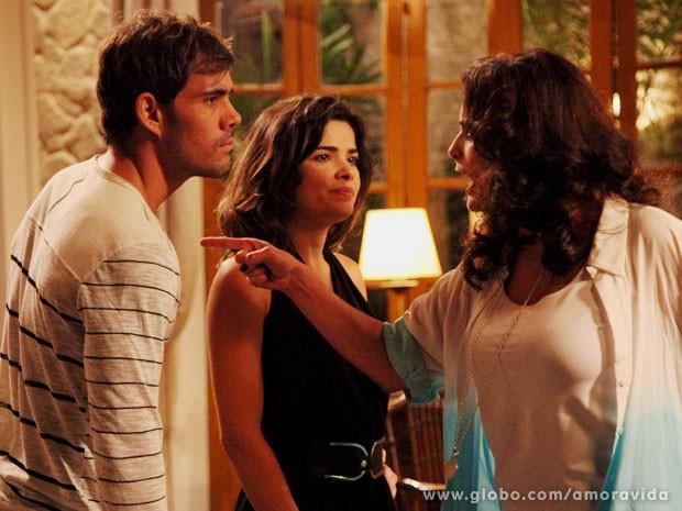 Mariah discute com Ninho e Aline antes de ser assassinada (Foto: Carol Caminha/TV Globo)