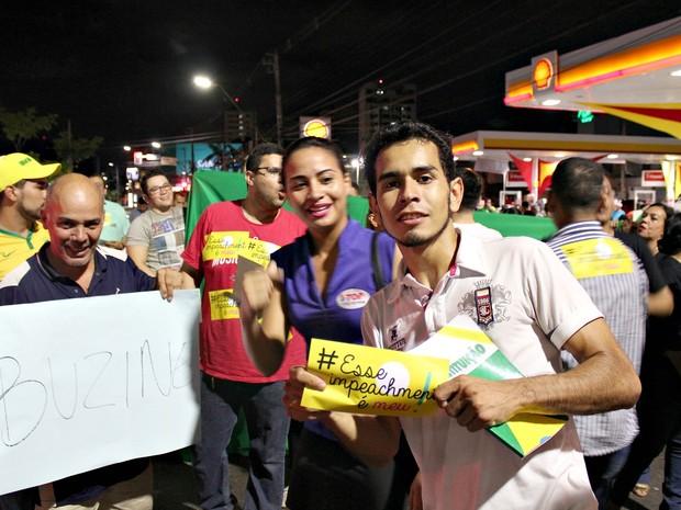 Organização do protesto estimou cerca de 80 pessoas no início da noite (Foto: Indiara Bessa/G1 AM)