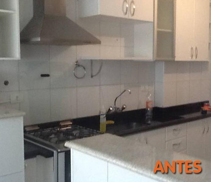 Antes: azulejos brancos não permitem dar personalidade à cozinha (Foto: Divlugação)