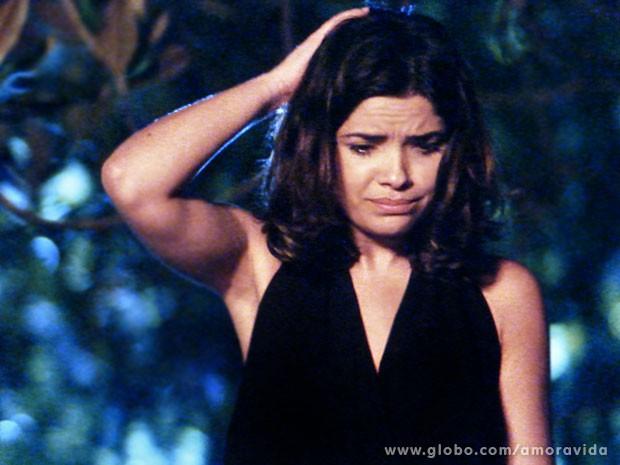 Aline sabe que sua situação se complicou (Foto: Amor à Vida/TV Globo)