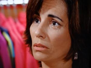 A viúva toma coragem e se declara (Foto: Guerra dos Sexos/TV Globo)