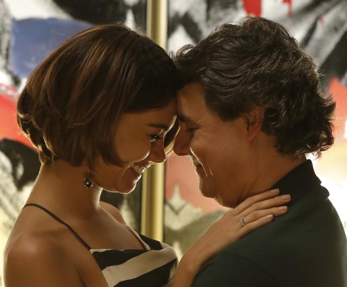 Que felicidade! Alice e Evandro em clima de romance!  (Foto: Fábio Rocha/Gshow)