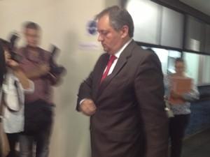 Cláudio Abreu, ex-diretor regional da Delta, presta depoimento na Justiça Federal em Goiânia (Foto: Gabriela Lima/G1)