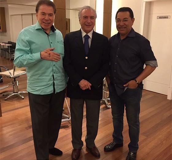 O presidente Michel Temer com o apresentador Silvio Santos e seu cabeleireiro, Jassa (Foto: Reprodução/Instagram)