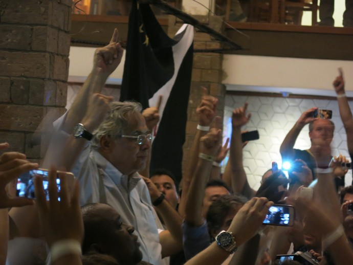 Vasco churrascaria festa (Foto: Edgard Maciel de Sá / GloboEsporte.com)