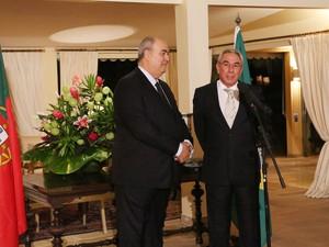 O embaixador de Portugal, Francisco Ribeiro Telles, fala durante condecoração a Roberto Irineu Marinho, presidente do Grupo Globo (Foto: Hermínio Oliveira)