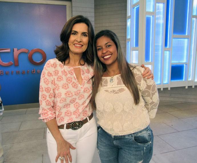 Paula com a apresentadora nos bastidores  (Foto: Viviane Figueiredo Neto/Gshow)