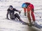 Kate Moss sofre acidente na neve e tem ruptura em ligamentos do joelho