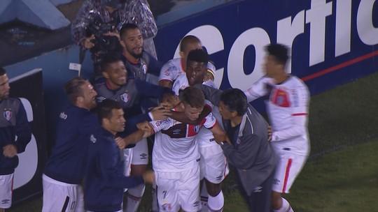 Joinville bate Oeste, respira na Série B e adia a definição no rebaixamento