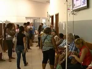 Pronto-Socorro Regional pronto-socorro Divinópolis filas pacientes atendimento MG (Foto: Reprodução/TV Integração)