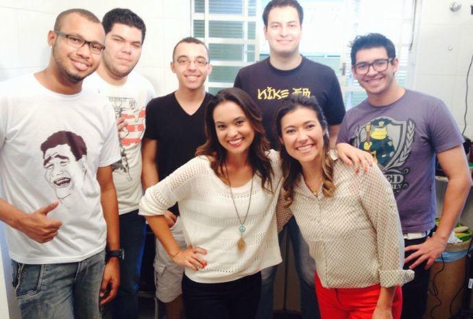 Cris Ikeda, Tammy de Andrade e a galera da república de Itapetininga (Foto: Reprodução / TV TEM)