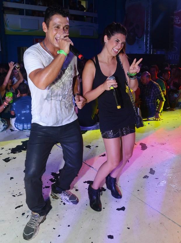 Mc Leozinho e Fernanda Paes Leme no Baile da Favorita (Foto: Ari Kaye/Divulgação)