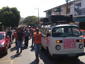 Servidores fazem passeata próximo à Prefeitura de Sumaré (Foto: Eduardo Ramalho / Guarda Municipal)