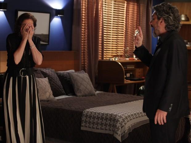 Maria Marta se irrita ao Zé afirmar que Du vai ter o filho de Lucas (Foto: Pedro Curi/Gshow)