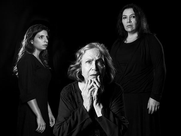 Paula Spinelli, Nathalia Timberg e Juliana Galdino dividem o palco em 'Tríptico Samuel Beckett' (Foto: Daniel Seabra)