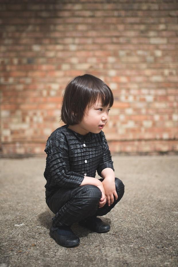 Uma roupa que expande de acordo com o crescimento da criança (Foto: Reprodução Dezeen)