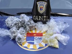 Canil da Guarda Civil Municipal localizou drogas escondidas próxima a escola em Jundiaí (Foto: Darlei Antonio/GCM)