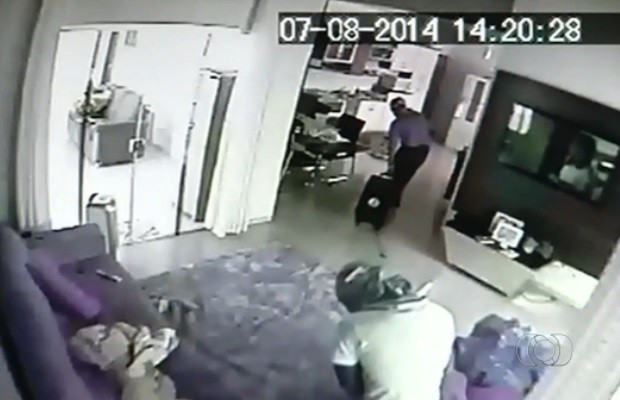 Morador crê ter sido furtado nove vezes pelos mesmos autores, em Jataí, Goiás (Foto: Reprodução/TV Anhanguera)