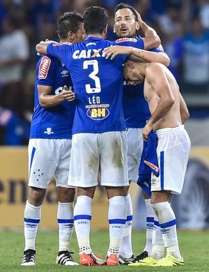 Cruzeirenses comemoram classificação à semi da Copa do Brasil (Foto: Juliana Flister/Light Press)