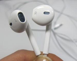 Novos EarPods têm cinco saídas de ar que melhoram a qualidade do som (Foto: Laura Brentano/G1)