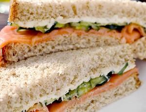 Sanduíche de salmão defumado (Foto: Divulgação)