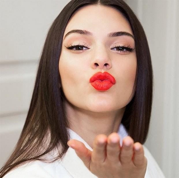 Batom Kendall Jenner para Estée Lauder (Foto: Instagram/Reprodução)