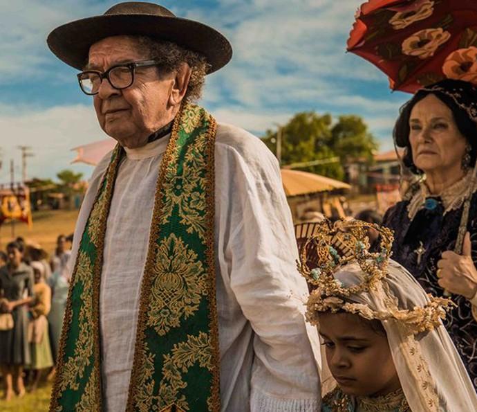 Tereza fica assustada a revolta do pai (Foto: Caiuá Franco/ Globo)