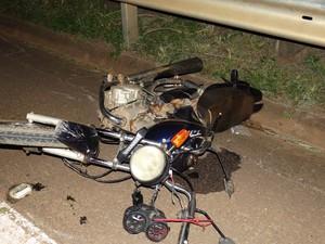 Motociclista morreu no local após colisão em São João da Boa Vista (Foto: Gazeta de Vargem Grande)