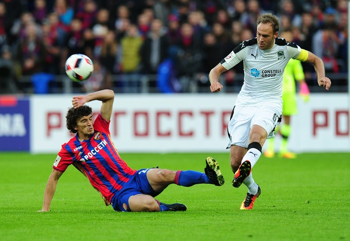 Roman Eremenko CSKA Moscou e Andreas Granqvist Tottenham (Foto: Getty Images)