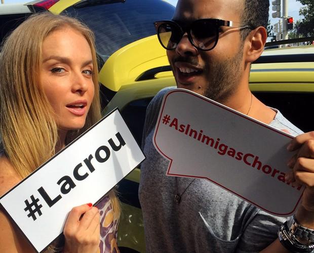 #Lacrou! Angélica posa toda linda em foto com redator do Caldeirão (Foto: Arquivo Pessoal)