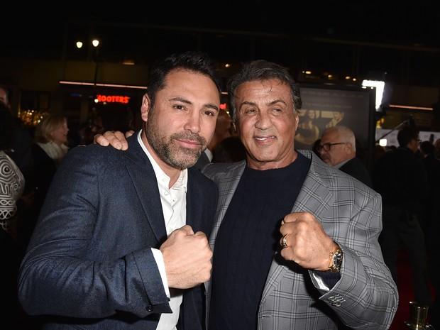 Boxeador Oscar De La Hoya e Sylvester Stallone em première em Los Angeles, nos Estados Unidos (Foto: Kevin Winter/ Getty Images/ AFP)