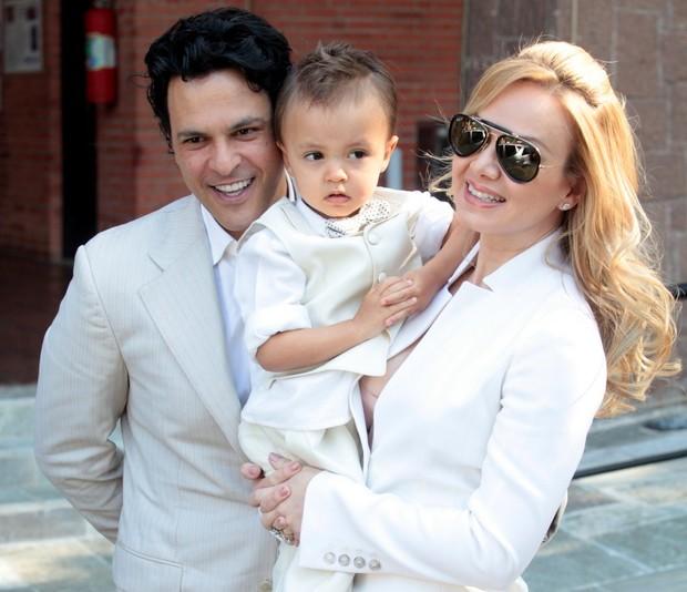 Eliana com o filho e o marido (Foto: Leo Franco / AgNews)