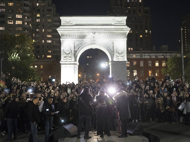 Show de Madonna no parque Washington Square na noite desta segunda-feira (7) em apoio a Hillary Clinton (Foto: Matt Rourke/AP)