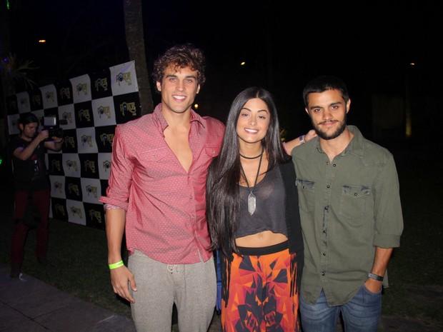Felipe Roque, Aline Riscado e Felipe Simas em evento na Zona Oeste do Rio (Foto: Rogerio Fidalgo/ Ag. News)