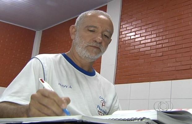 Aposentado tenta vaga na UFG para curso de medicina após 35 anos longe da sala de aula, em Goiás (Foto: Reprodução/TV Anhanguera)