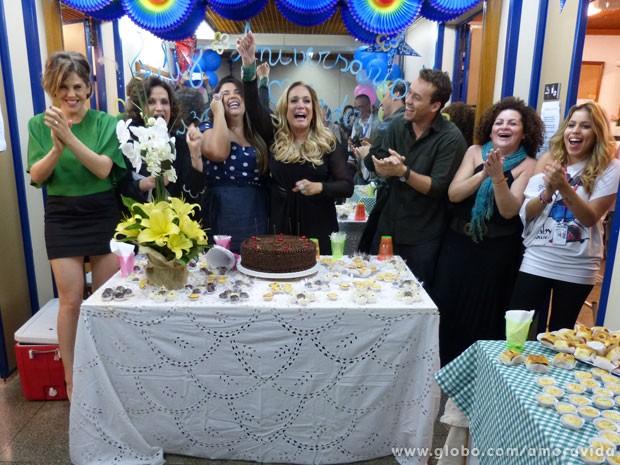 A gente pede bis! Mais um parabéns para Susana (Foto: Amor à Vida / TV Globo)