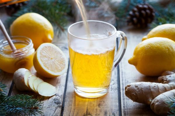 Limão e gengibre para combinar com o chá de hibisco (Foto: Thinkstock)