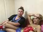Carolina Dieckmann aparece exausta após bloco de Carnaval de Preta Gil