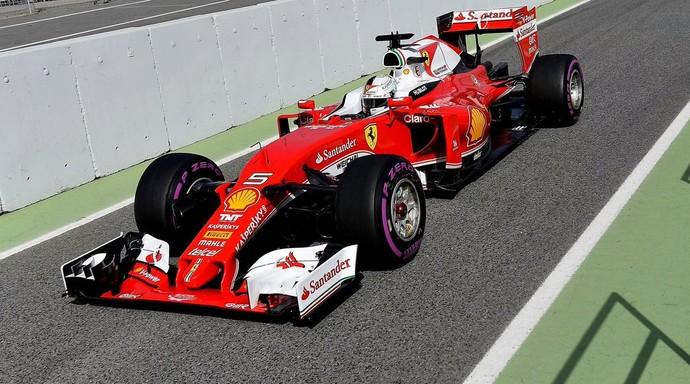 """Vettel """"calça"""" os pneus ultramacios e é o mais rápido do dia (Foto: Reprodução/ Twitter)"""
