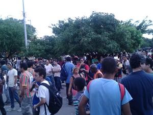 Manifestantes bloquaram a BR-135 em São Luís (Foto: Danilo Quixaba / Rádio Mirante AM)